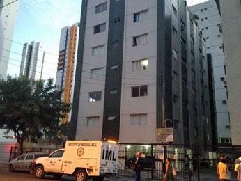 Mulher foi encontrada morta no quarto do casal, em Boa Viagem. (Foto: Wanessa Andrade / Tv Globo)