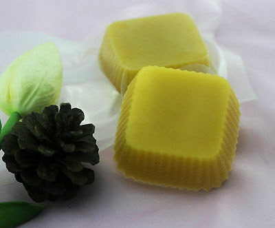 How to Make Lip Balm With Beeswax and Coconut Oil