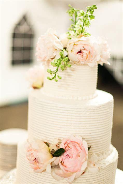 Wedding Cake Ideas: White Wedding Cake With Fresh Pastel