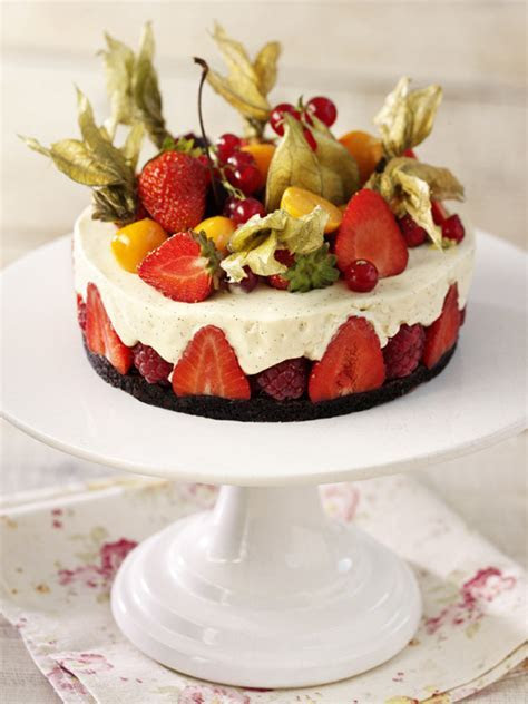 Summer desserts: cakes, tarts, pavlovas and trifle