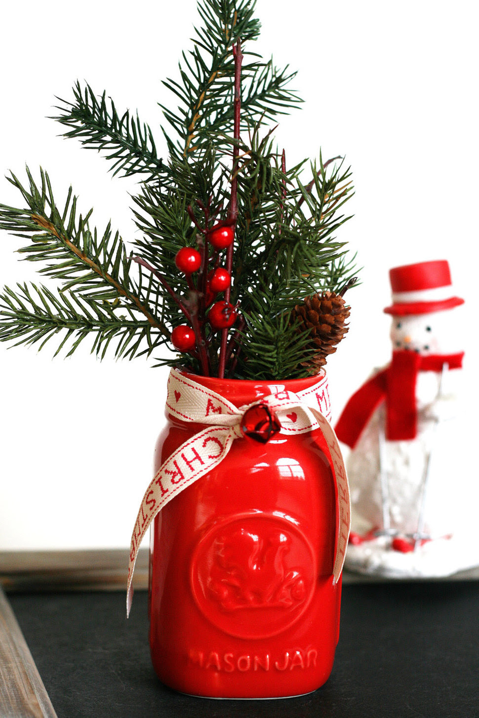 Mason Jar Christmas Centerpiece - 16 Modern Easy DIY Ideas ...