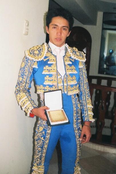 Juan Carlos con escapulario de Canta