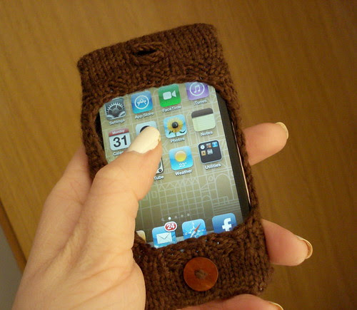 Ipod touch itouch 4th generation iphone holder cozy sock knitted free pattern