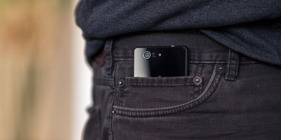 Αποτέλεσμα εικόνας για smartphone in pocket