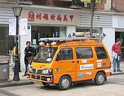 Uno dei camioncini alimentati a energia solare