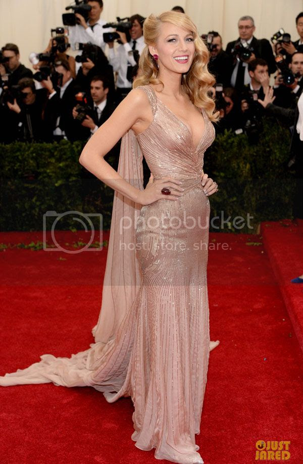 photo blake-lively-ryan-reynolds-gucci-met-gala-2014-03_zps9b617b76.jpg