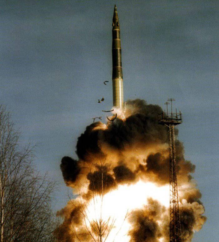 """""""Dead Hand"""" :  um sistema de ataque nuclear que pode atuar sem intervenção humana."""