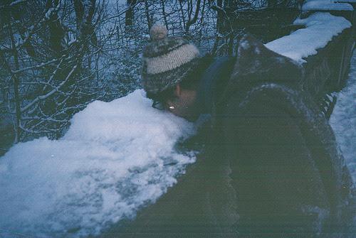 Um fato: Pessoas aparentemente frias, são, geralmente, as que mais sentem, as que mais se importam e as que mais choram.(menino sonhador)