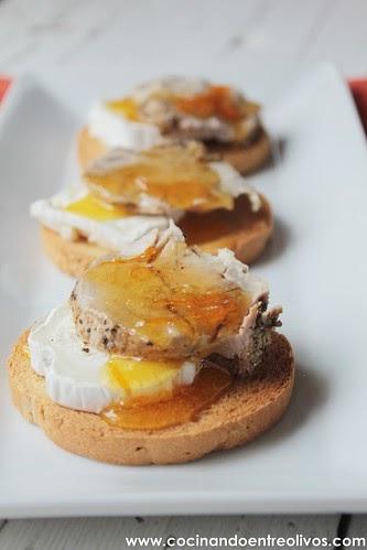 Cocinando entre olivos tostas de solomillo a la sal con Cocinar queso de cabra