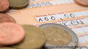 Symbolbild Bankkonto in Deutschland (picture-alliance/dpa/A. Warnecke)