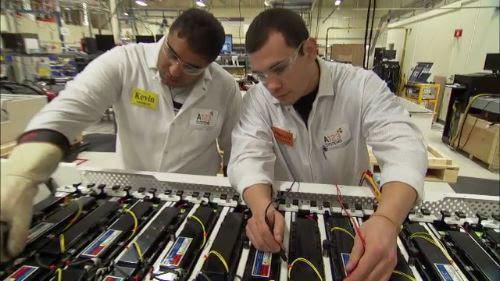 A123-Systems-employees-make-adjustments-to-a-lithium-ion-battery-pack_photo-2