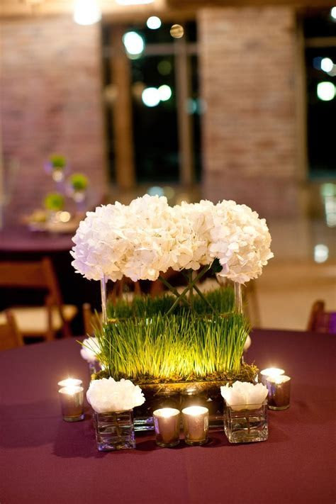 I like the square vases & grass used here, along with the