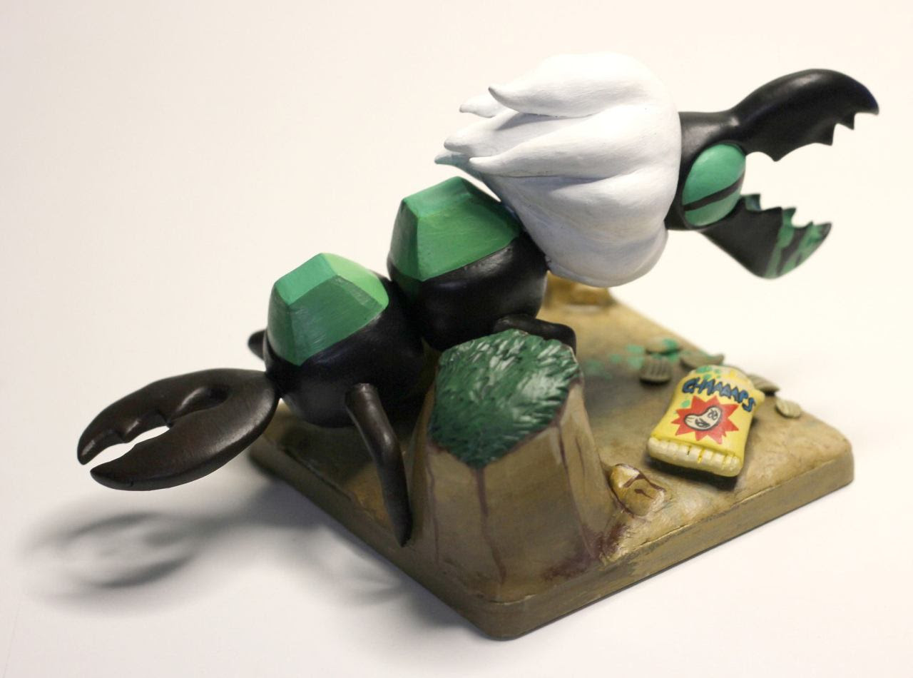 A wee Centipeetle sculpt for my friend Jenn for Christmas! Photos courtesy of her!
