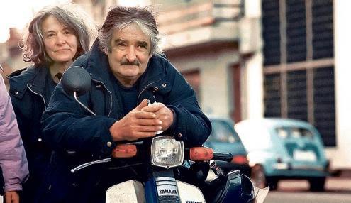 Ana, quando voltou a ser Lucía Topolansky, e Ulpiano, quando voltou a chamar-se Pepe Mujica. Na foto, o recomeço, quando vendiam flores no mercado de Montevidéu.