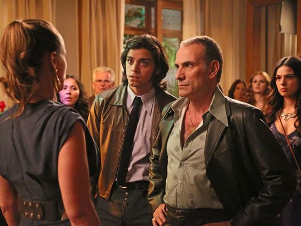 Fernando se espanta ao ver Carlota (Foto: Carol Caminha/TV Globo)