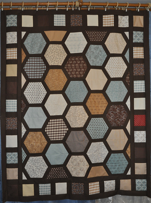 Hexagon Park quilt top