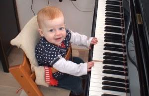 tre-choi-dan-piano