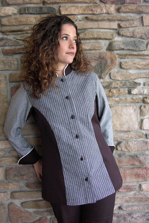 Since 1989 Crooked Brook has designed and manufactured chef coats and aprons for the world's most recognized chefs. All Crooked Brook branded garments and accessories are made to order in the USA, and can be personalized with your choice of fabric, pockets, buttons, piping and embroidery.