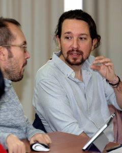 El secretario general de Podemos, Pablo Iglesias, y el secretario de Organización del partido, Pablo Echenique, durante el Consejo Ciudadano de la formación moradae esta mañana para fijar objetivos de cara al curso político. EFE/ J.J.Guillen
