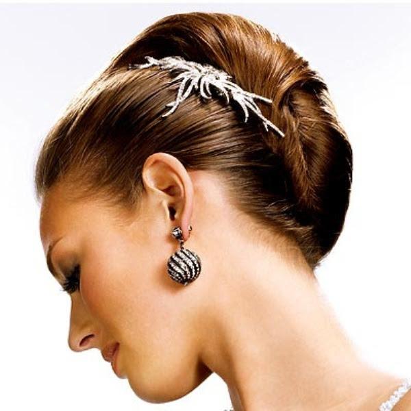 brides22 Elegant Christmas Hairstyle Ideas