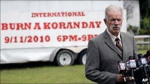 Pastor Terry Jones speaks to reporters. 8 Sept 2010