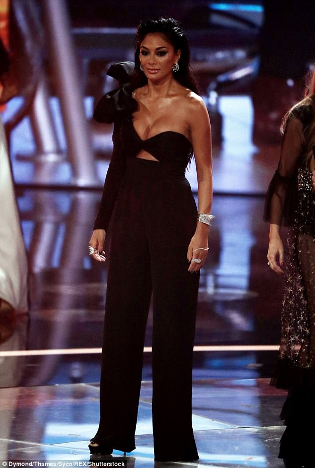 Wowzers trousers: With a cutout at the middle, Nicole also showcased her abs