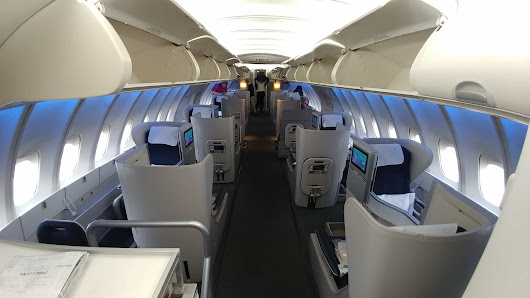 A Bucket List Dream: Riding in the Upper Deck of a Boeing 747 - The Bucket List Project