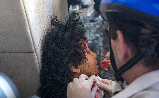 Uma manifestante foi ferida durante confusão com policiais militares no Rio de Janeiro