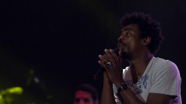 Cantor Seu Jorge se apresenta na primeira noite da Festa do Peão de Barretos 2012. (Foto: Flavio Moraes/G1)