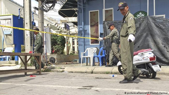 Nach Anschlägen in Thailand: Ermittler am Tatort in Hua Hin (foto: picture-alliance/AP Photo/J.Harmer)