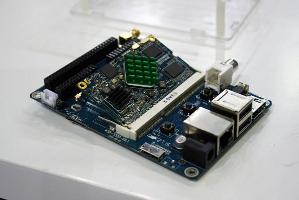 La core board si inserisce nella base come un modulo di memoria