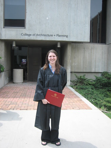 Rebecca in front of the Architecture building