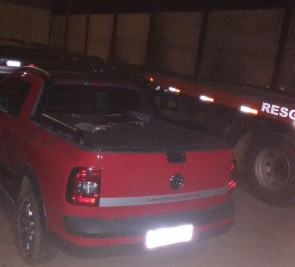 Carro utilizado na fuga foi encontrado abandonado (Foto: Polícia Militar/ Divulgação)