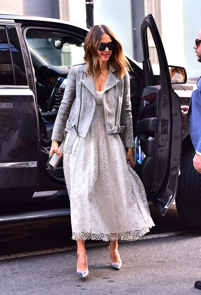 Even When in Boss-Lady Mode, Jessica Alba Still Manages to Look Fun and Flirty