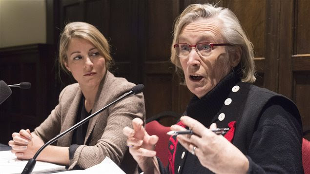 Les ministres Mélanie Joly et Carolyn Bennett, en point de presse à Québec