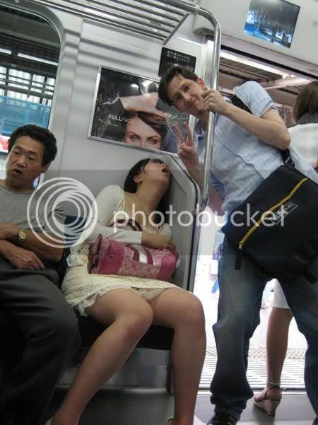 strangepeopleintrain11 [Gambar Pelik] Orang Pelik Dalam Kereta Api