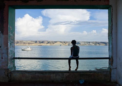 A million dollar view... in a squat - Lobito Angola por Eric Lafforgue