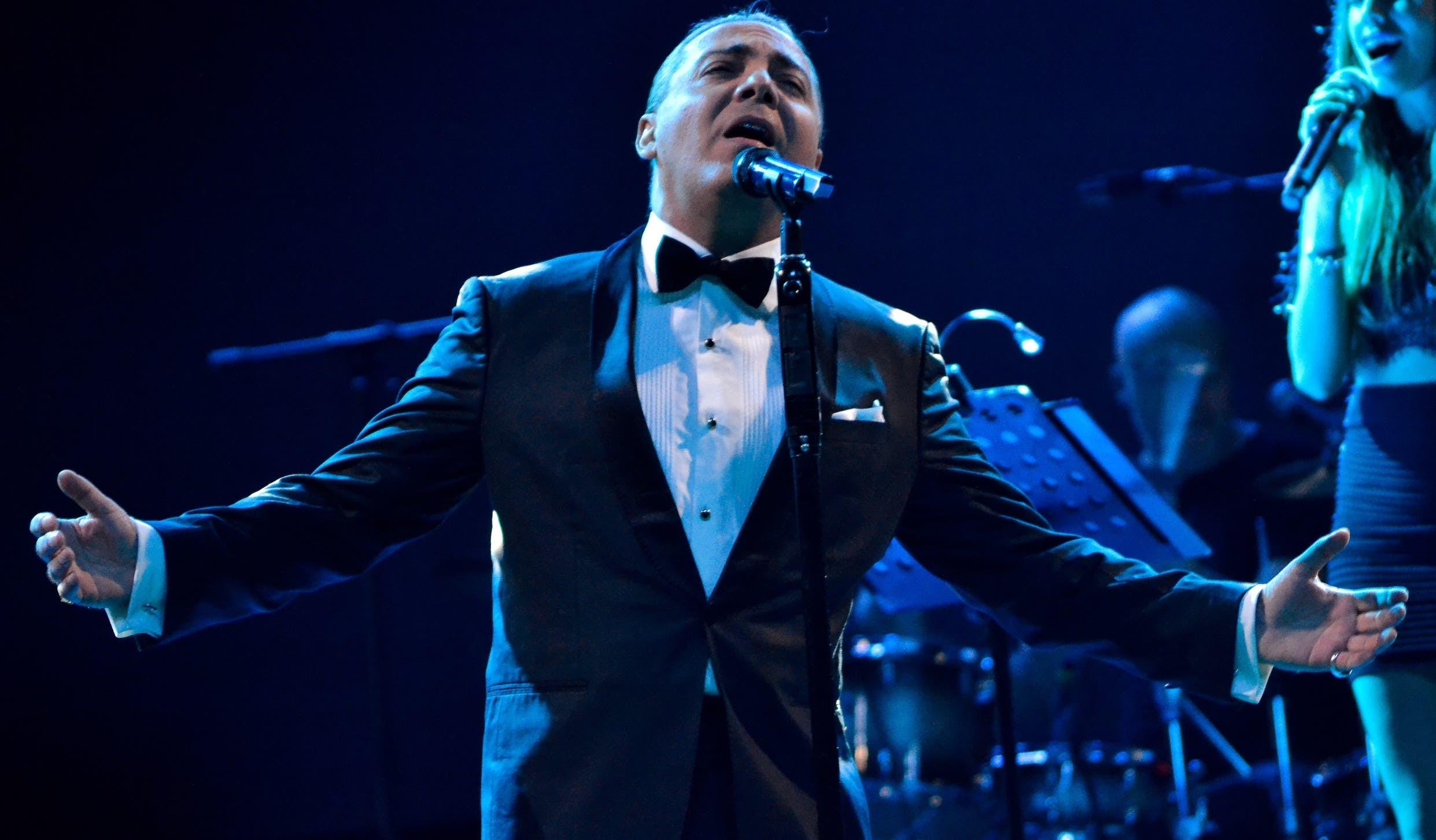 Cristian Castro interpretó un extenso repertorio, que recorrió sus éxitos desde 1994 hasta la fecha.   fuente externa