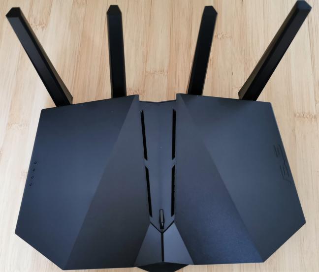 Las antenas externas del ASUS RT-AX82U