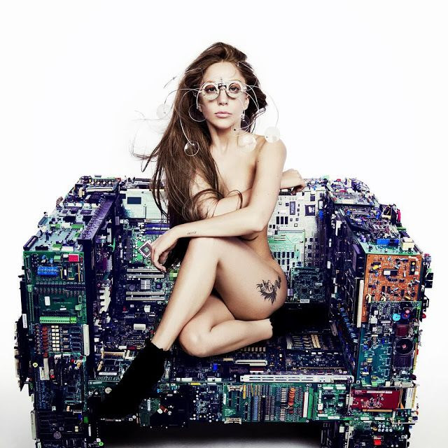 Lady GaGa : ARTPOP (Promo) photo Lady-Gaga-Unveils-ARTPOP-Artwork-Cover-Photo-1024x1024.jpg