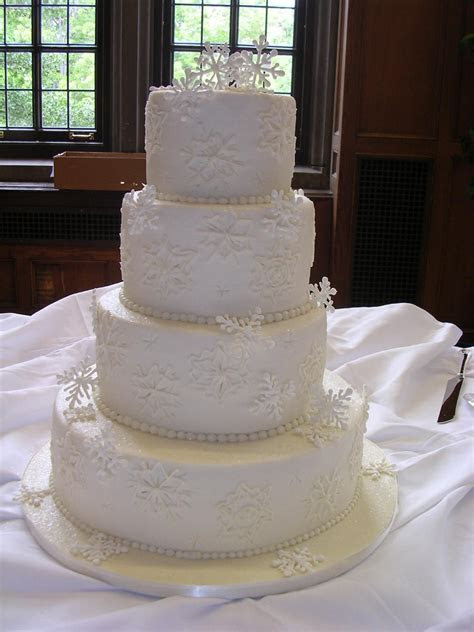 winter wedding cakes   Winter wedding cake w/ buttercream