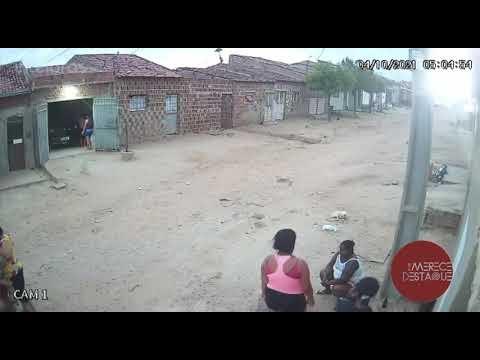 Vídeo mostra mulher tentando matar outra a facadas, em Santa Cruz do Capibaribe