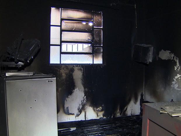 Incêndio atinge prédio do Instituto de Criminalística em Taubaté (Foto: Reprodução/ TV Vanguarda)