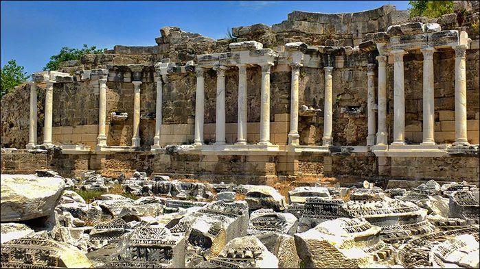 Античный Сиде, Нимфеум, то есть - фонтан