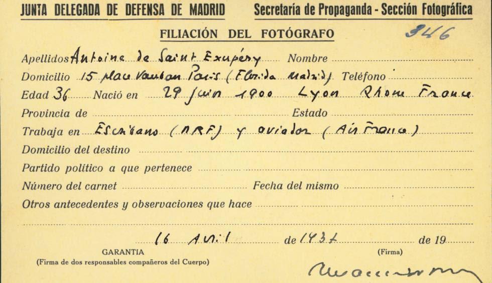 Tarjeta de prensa usada por el escritor y aviador francés Antoine de Saint-Exupéry durante la Guerra Civil española.