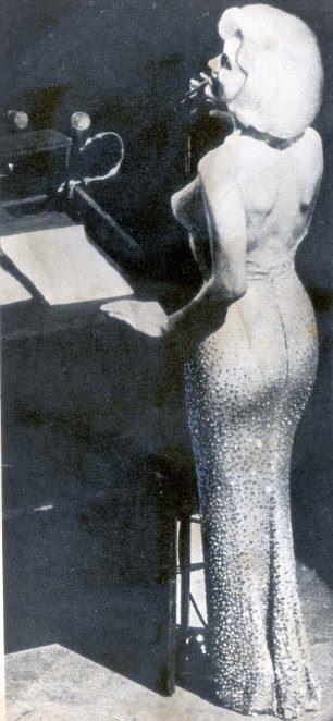 3 meses antes de morrer, Marilyn em Jean Louis vestido