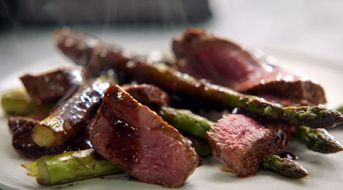 Jamie Oliver quick steak stir fry with asparagus and black ...