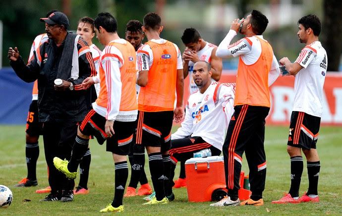 Alecsandro no treino do Flamengo (Foto: Alexandre Cassiano / Agência O Globo)