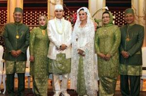 baju kebaya untuk orang tua pengantin