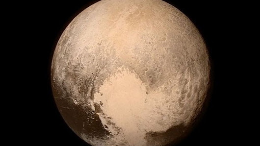 New Horizons: Nasa spacecraft speeds past Pluto - BBC News